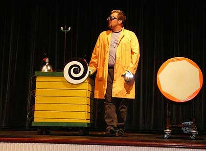 David Epley as Doktor Kaboom - an assume and orginal performance for families and schools.