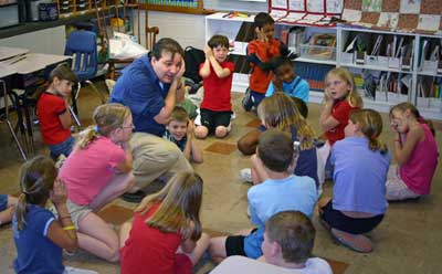 Kevin Cordi tells stories in a school.